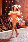 th_97198_Victoria_Secret_Celebrity_City_2007_FS391_123_1054lo.jpg