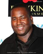 th 47729 quinton aaron 122 124lo Aaron Quinton has a crush on Sandra Bullock