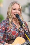 Джуэл Килчер, фото 800. Jewel Kilcher Performance at Extra at The Grove in LA - 17.11.2011, foto 800