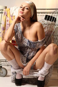 http://img104.imagevenue.com/loc212/th_999873115_tduid300163_MetArt_Entita_Alyssa_A_high_0058_123_212lo.jpg