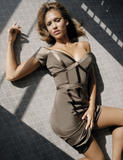 Jessica Alba Is it just me, or does it seem like she likes to roll around on the floor a LOT? Foto 550 (Джессика Альба Разве только мне или вам кажется, как она любит кататься по полу много? Фото 550)