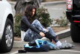 Kim Kardashian (Ким Кардашьян) - Страница 4 Th_46009_celebrity-paradise.com-The_Elder-Kardashian_sisters_2009-11-10_-__hit_the_boardwalk_in_Santa_Barbara_2251_122_90lo